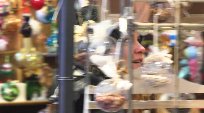 Michela Resi a spasso al mercatino