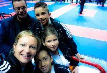 Sabina Varsallona e i ragazzi della Vivo karate Club di Genova