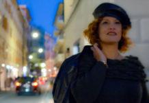 Michela in via Oberdan a Nervi, davanti al negozio Eros da Ros